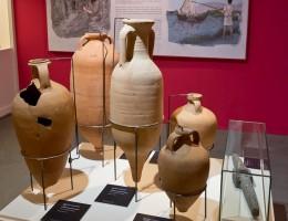Ánforas Lusitanas procedentes del Museo Nacional de Arqueología de Lisboa. Exposición Luistania Romana (2015). Archivo MNAR.