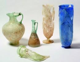 Ejemplares de vidrio romano procedentes de la colonia Augusta Emerita. Archivo MNAR.