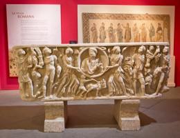 Sarcófago  procedente de  Reguengos de Monsaraz (Évora, Portugal). Museu Nacional de Soares dos Reis – Porto. Exposición Lusitania Romana. Archivo MNAR.