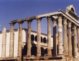 Templo de Diana dedicado al culto Imperial. Mérida. Archivo MNAR.